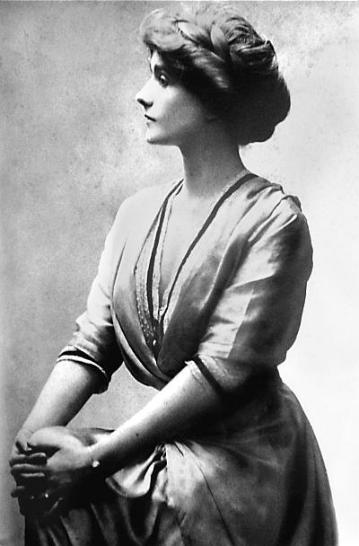 coco chanels influence on womens rights essay That's when coco chanel change everything for women chanel's influence on fashion coco chanel was one of more about analyse coco chanel's philosophy essay.
