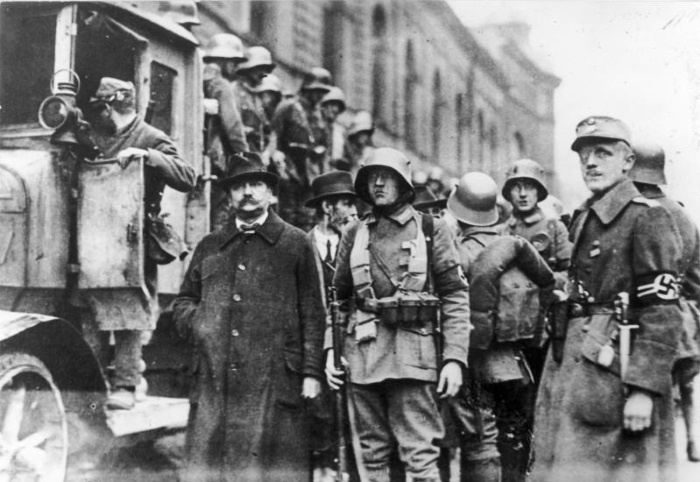 the problems in germany that made people support hitler in 1923 1923 – the year of crisis the invasion of the and the munich beer hall putsch, 1923 was seen by the huge economic problem made worse by the.